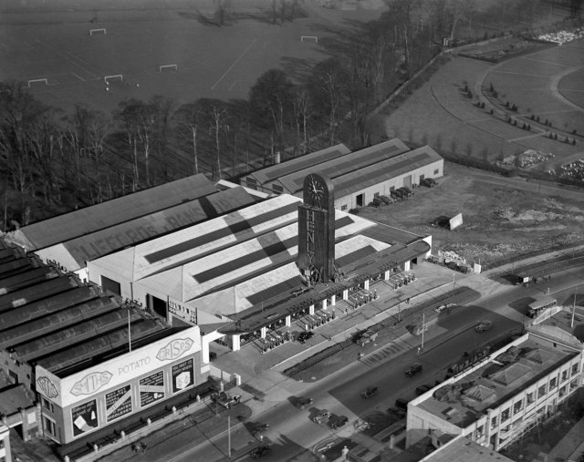 New and impressive buildings to serve the motorist were built in increasing numbers by the late 1930s such as Henly's Garage on the Great West Road at Brentford, opened in 1937.