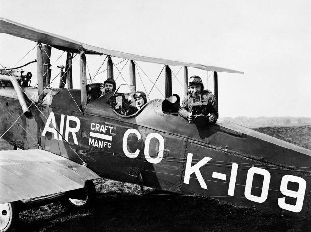 AFL/Aerofilms/C12930, Francis Wills, Jerry Shaw and Claude Friese-Greene posing in AIRCO Ltd's De Havilland DH.9B K-109, 11 July 1919