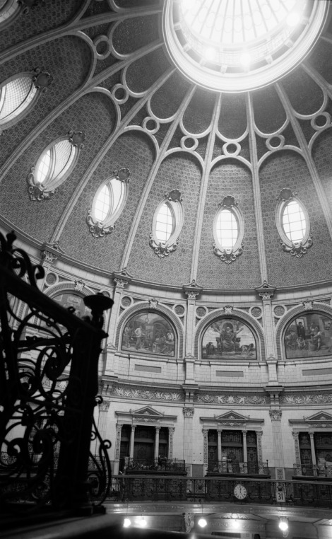 The soaring, steel-frame dome of the Birkbeck Bank, Chancery Lane, Holborn (1895-6) photographed just before it was demolished in 1965