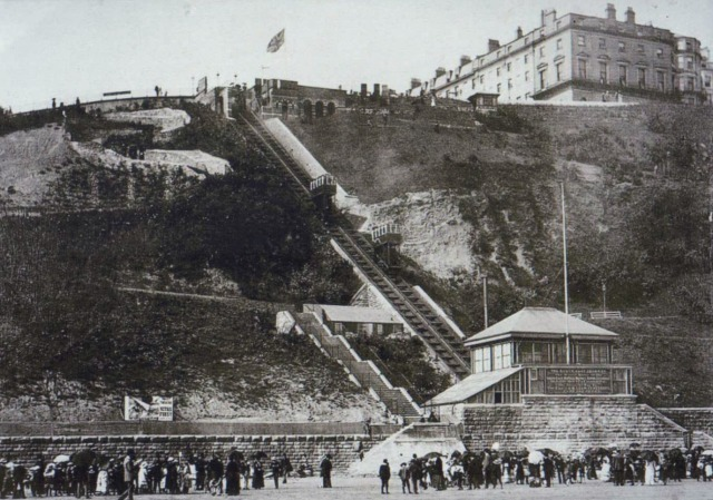 Scarborough_Spa_Cliff_Lift__possibly_in_Edwardian_Times