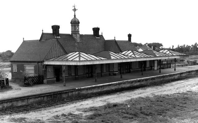 MUNDESLEY STATION  (C) J.R. Memorabilia
