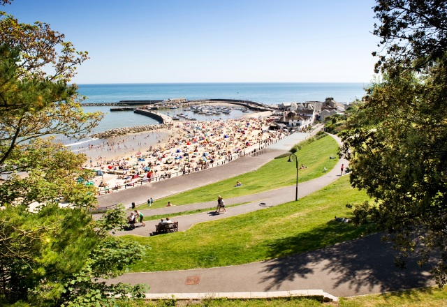 Due to the instability of its cliffs, the town faced a threat by the 1990s. Following the creation of new sea defences and gardens designed to stabilise the cliffs, the public now has a new space to sit and enjoy the view out to sea.