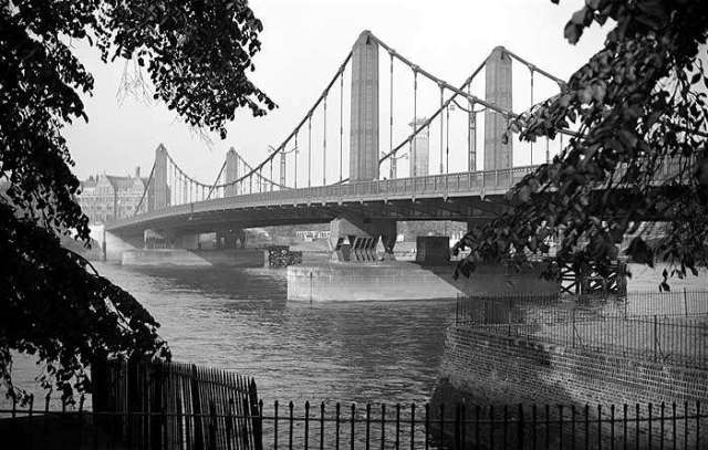 chelsea-bridge-battersea-1945-1965-historic-england-archive