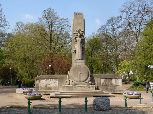 blog-lille-pigeon-memorial-wide-view