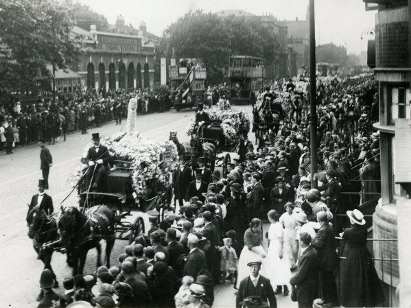 P08254 Funeral Procession 20 June 1917 c tower hamlets local history library and archives