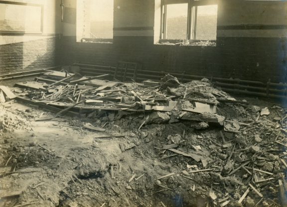 P08260 debris on ground floor 1917 medium c tower hamlets local history library and archives