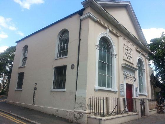 Newington_Green_Unitarian_Church_with_Mary_Wollstonecraft_street_art