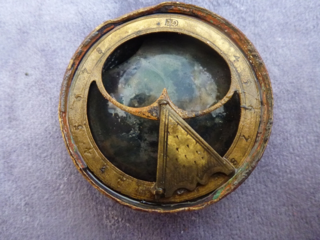 ornate 4cm wide Bronze sundial compass copyright Steven Ellis high res