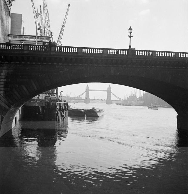 aa093802 new london bridge.jpg